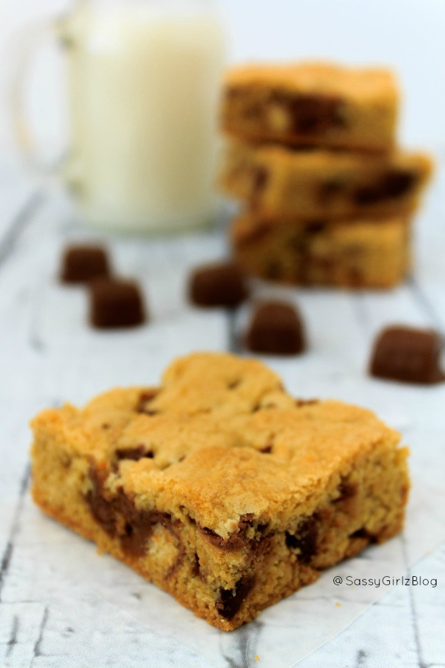 Twix Caramel and Chocolate Cookie Bars | Sassy Girlz Blog