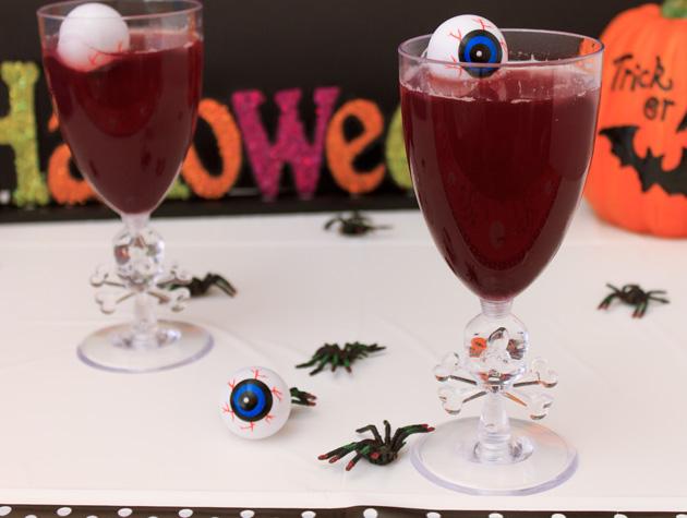 Vampire Kiss Halloween Cocktails | Sassy Girlz Blog